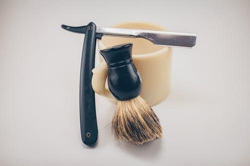 Waarom scheren en het gebruik van aftershave goed voor je is